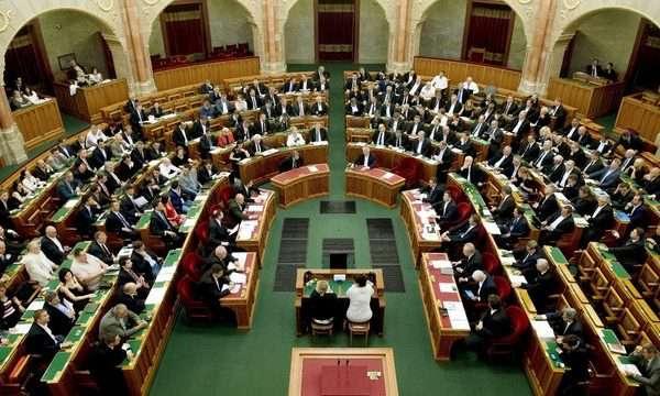 Sorosozással fejezheti be ma idei munkáját a parlament