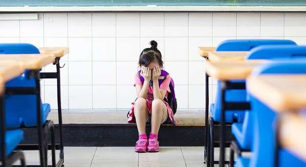 Mit tenne, ha az iskolaigazgató megalázná gyermekét? - mindenki a maga szemétdombján szemét