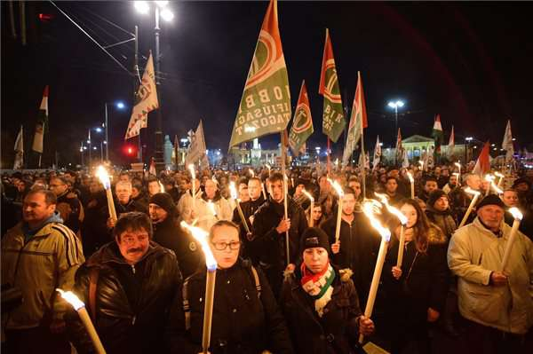 Merre tovább, Jobbik? Cuki, vagy náci?