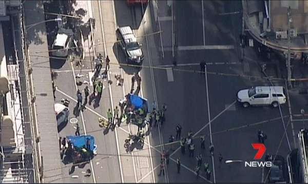 Tömegbe hajtott egy autós Melbourne-ben