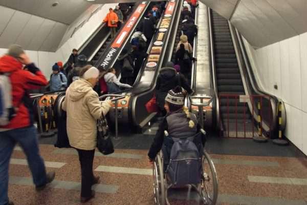 Feljelentik az államot a mozgáskorlátozottak a 3-as metró miatt