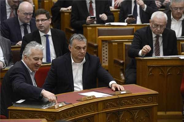 A fideszes többség bármit megszavaz: Soros-terv elleni határozat, lakás-takarékpénztárak tönkretétele stb.