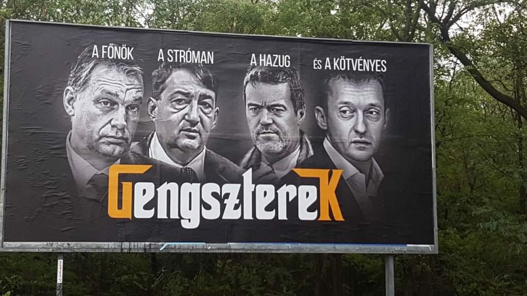 A Jobbik visszaadta Simicska cégeinek a plakáthelyeket