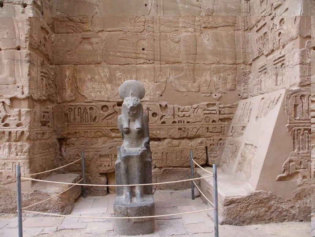Luxornál oroszlánfejű istennő szobrokat találtak