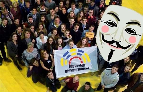 Anonymus a diákokkal van!