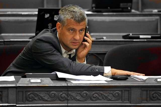 Juhász Péter: Ilyen a Fidesz, veled betartatja a törvényeket, de ő csal