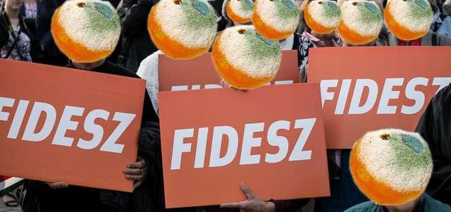 A Fidesz hol az összes tüntetési helyet, hol az összes plakáthelyet einstandolja az Ön pénzén!