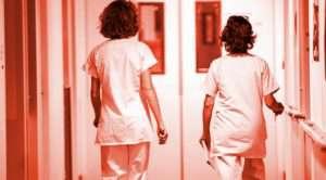 Megbecsülés helyett a kormány listázza az egészségügyiseket?
