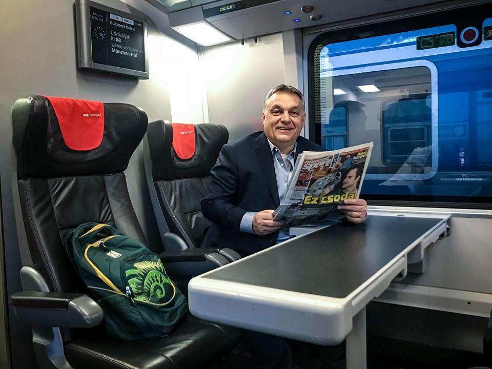 Orbán beveszi Bécset! - demonstratíve vonat másodosztályán utazik