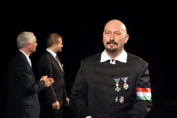 Románia nem kér a magyar Arany Érdemkeresztes frontemberből