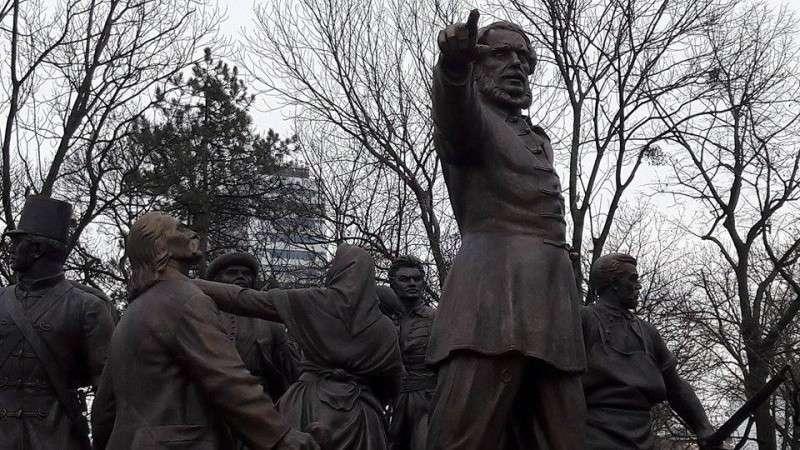 Kossuth-torzó Torino után az Orczy kertbe száműzve