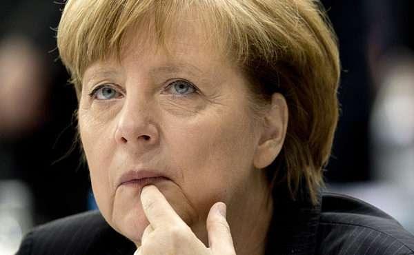 Merkelt a hideg rázza, ha Orbán hívja