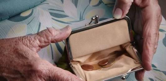 Mivel vehető meg egy kisnyugdíjas szavazata? - egy érintett véleménye, ő csak tudja!