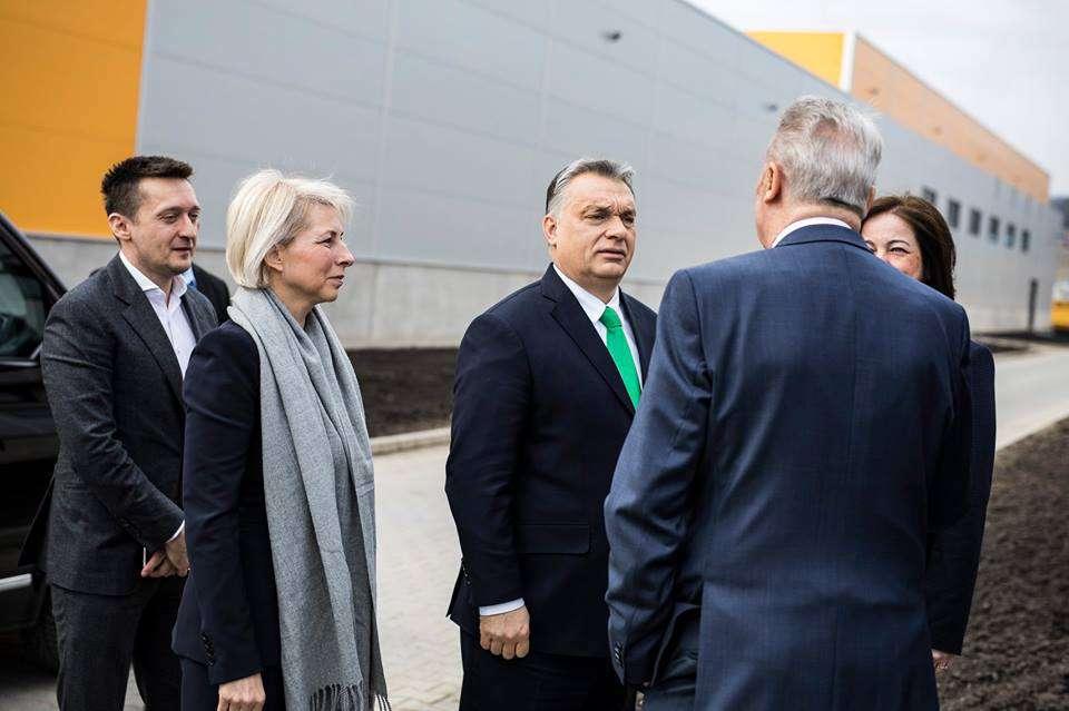 Orbán: a migránsok kinyomják belőlünk a szuszt!