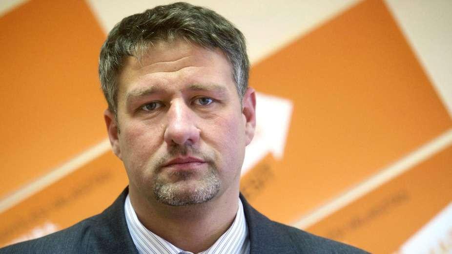 Orbán után Simonkát is eltiltották a politikai pedofíliától