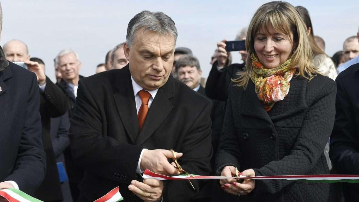 """Orbán """"első éjszaka joga"""" a szűz úton"""