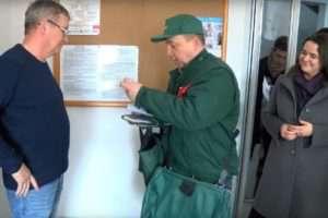 Fidesz-felügyelet mellett adták át az Erzsébet utalványt - azonnali hálaaratás