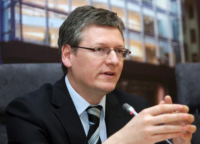 Andor László: a közmunkásokat fel kell szabadítani