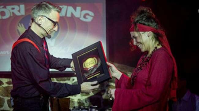 A Zsolnay Színház-sorozatnak annyi - élt 84 előadást, felőrölte a regnáló