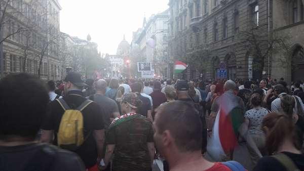 tüntetés 2