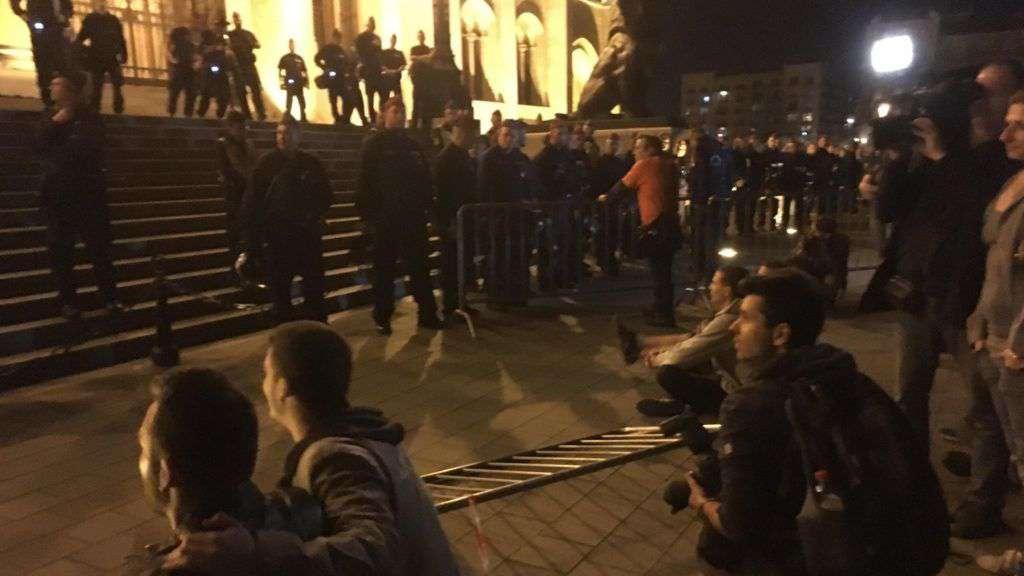 A bunkó jobbikos, aki félti a kultúráját a menekültektől.... provokáció a kormányellenes tüntetés után