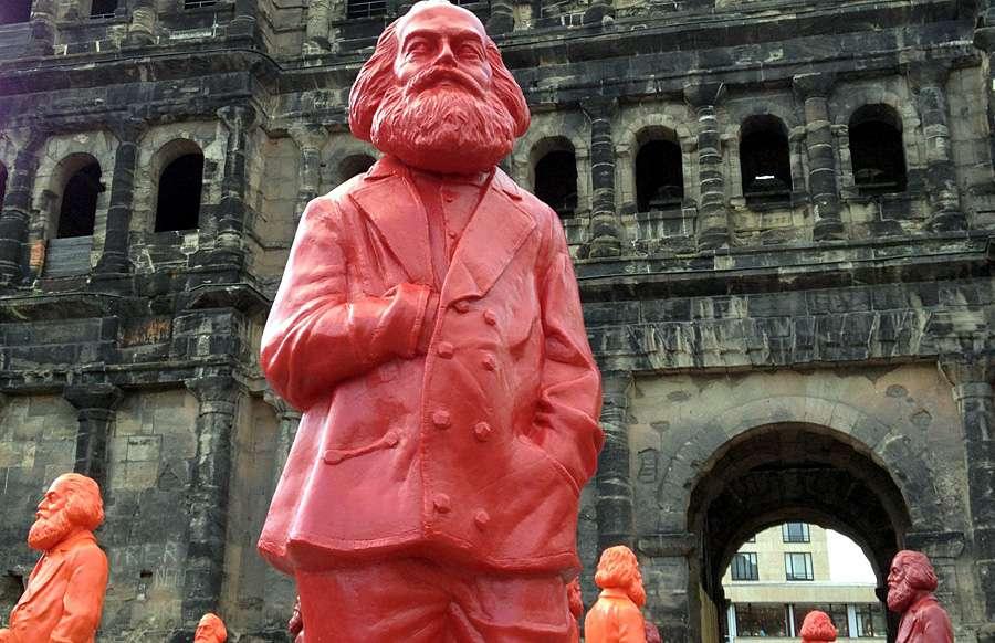 """Marx-Euro, """"Tőkét"""" tartó kacsa, arcképes bögre, Marx-vörösbor - így ünnepel a szülőváros 1"""