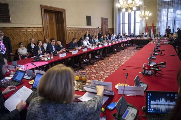 Az Országgyűlés alakuló ülését előkészítő tárgyalás - MTI Fotó: Szigetváry Zsolt