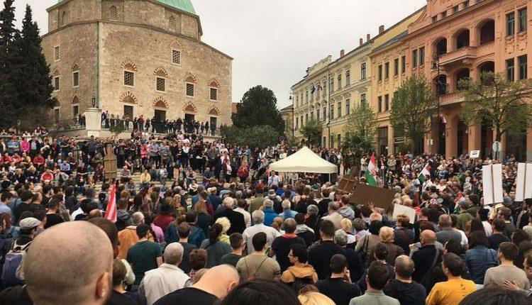 Pécsi kormányellenes tüntetés