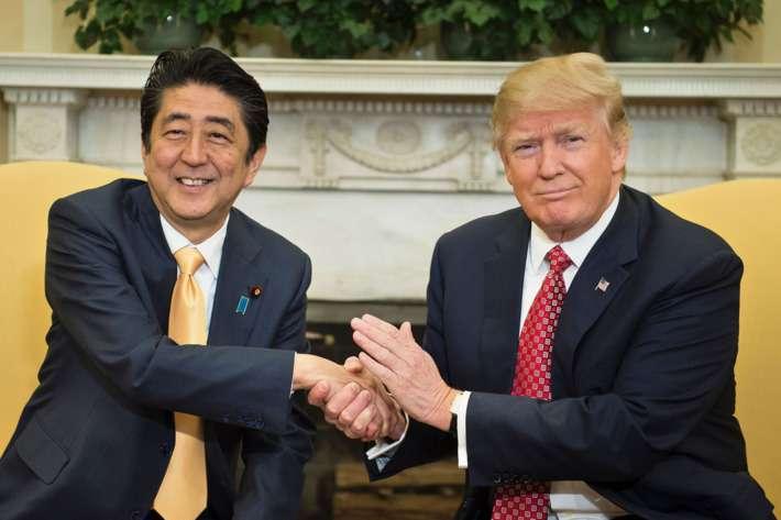 Abe Sindzo és Donald Trump