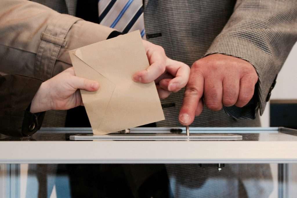 A Kúria ítélete: törvénytelen a voksturizmus - győzött a demokrácia, mégis halottnak a pusza