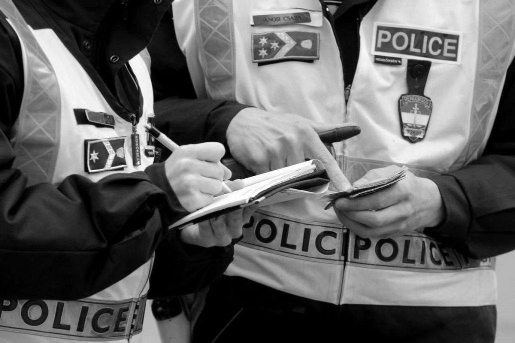 Parancs, vagy rendőri buzgóság? - videó a tüntetők igazoltatásáról