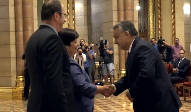 Hihetetlen! Orbán átvette....