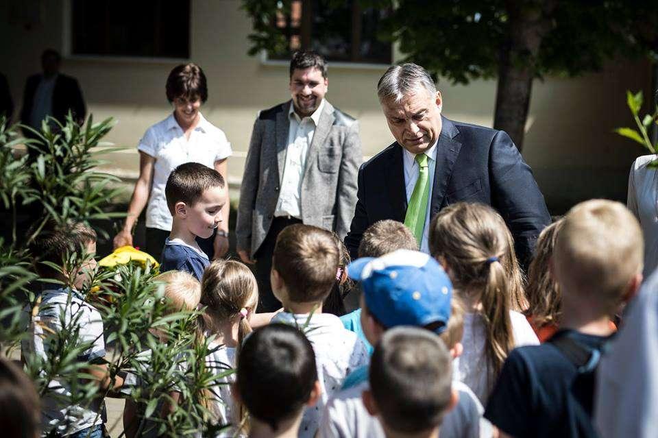 Orbán meghosszabbította az ovisvegzálást Bicskéig