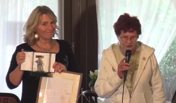 """Morvai """"Pesti Srác"""" díjat kapott - és most jön a java - Wittner Máriától"""