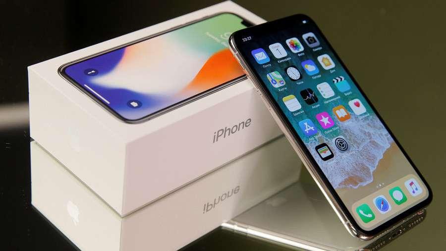 Aki jól esküdött fel, iPhone X-et kapott - reméljük az MSZP-seknek is jutott!