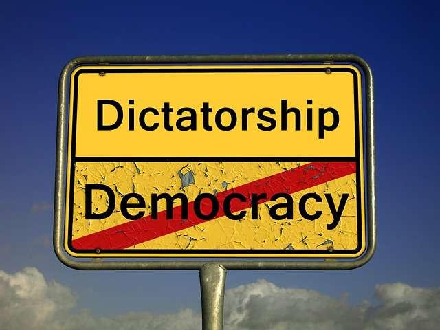 """""""A jegyedet ne vedd meg a visszaútra, jó lesz külföldön testvér, ez diktatúra!"""""""
