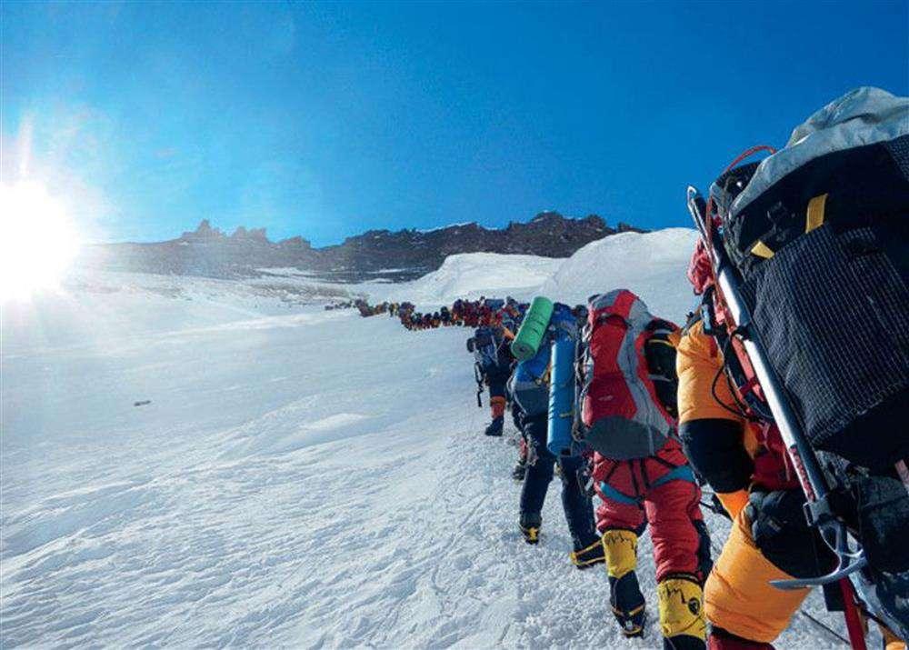 csúcsforgalom az Everesten
