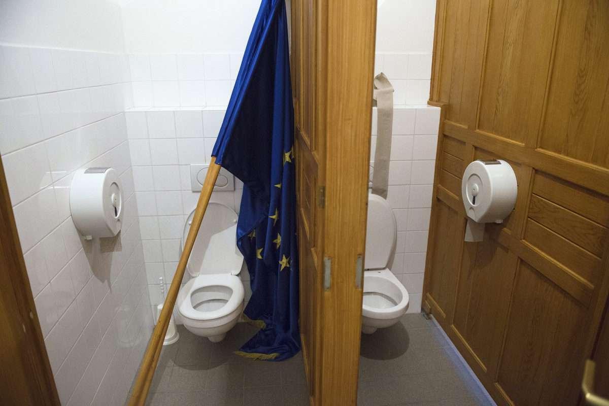 Megvédjük az uniós zászlót Újpesten is! 1