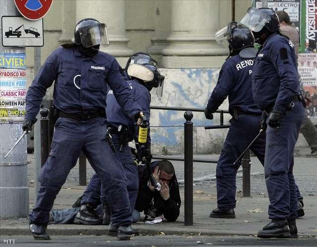 rendőri brutalitás