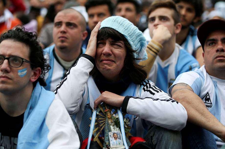 Az argentin szurkolót nagyon megviselte Messiék kiesése - videó 1