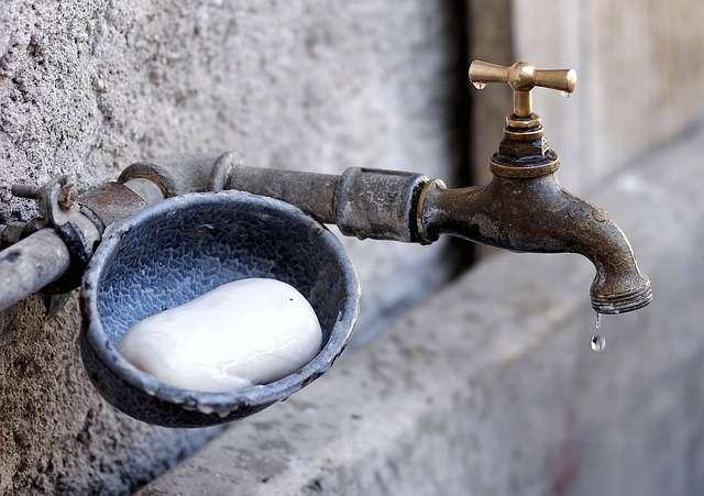 Bruck András: Mielőtt meghalsz, moss kezet