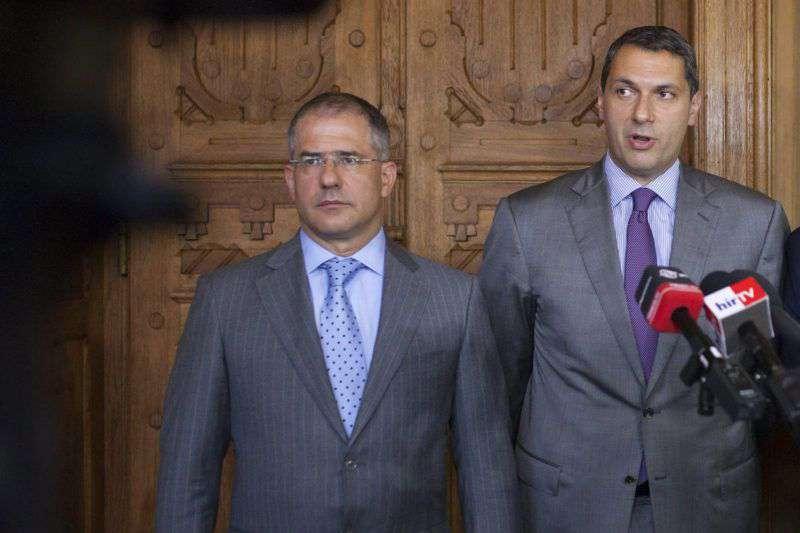 végkielégítés minisztereknek