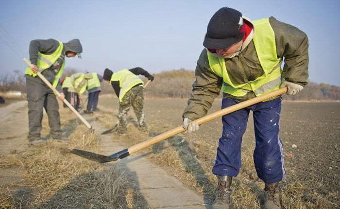 szegény közmunkások szociális megszorítás - közmunkás