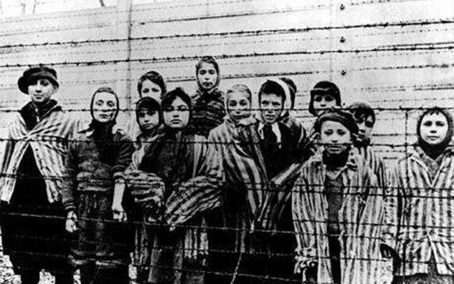 kulfold_Roma-holokauszt-Nemzetkozi-megemlekezest-tartottak-a-volt-auschwitzi-naci-nemet-halaltabor-teruleten-