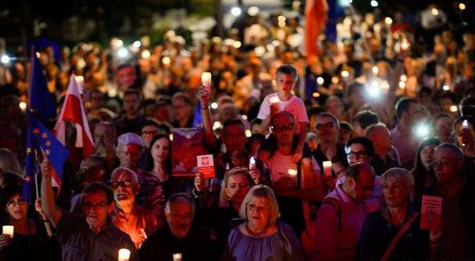 lengyel tüntetés a bírósági reform ellen