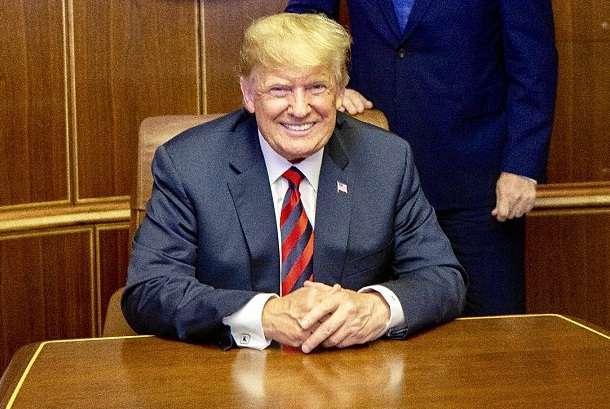 Donald Trump az elnöki gépen
