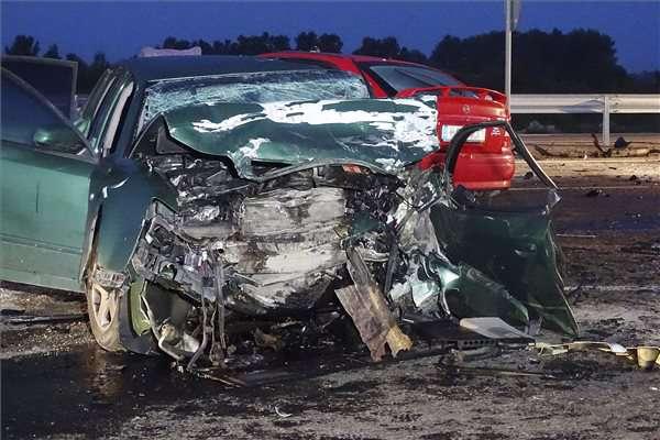 baleset Cegléd közelében