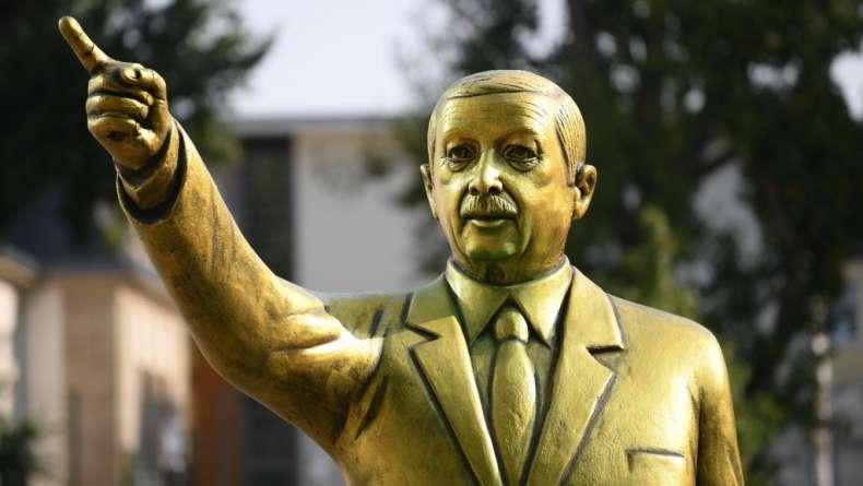 Erdogan szobor