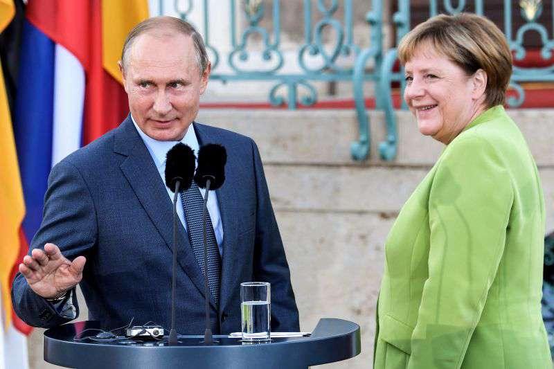 Putyin és Merkel