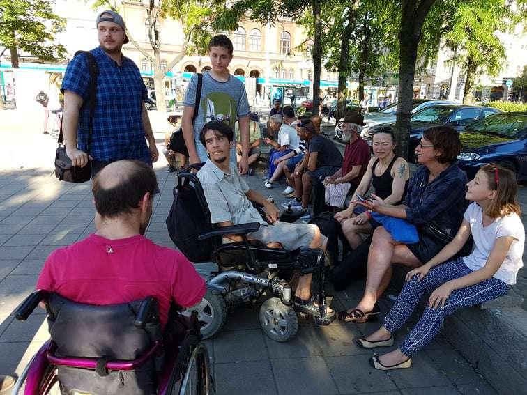 fogyatékossággal élők felvonulása